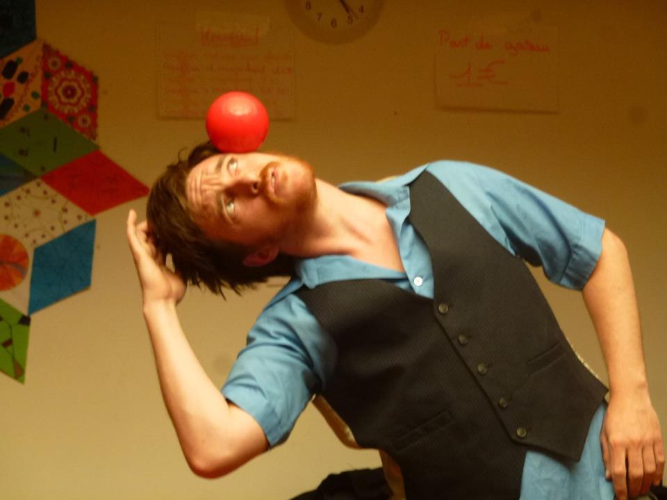 Initiation au jonglage/langue des signes et spectacle pour enfants